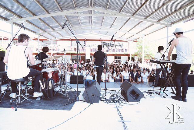 Jacks tocando en el CETIS 129 de San Fernando, Tamaulipas